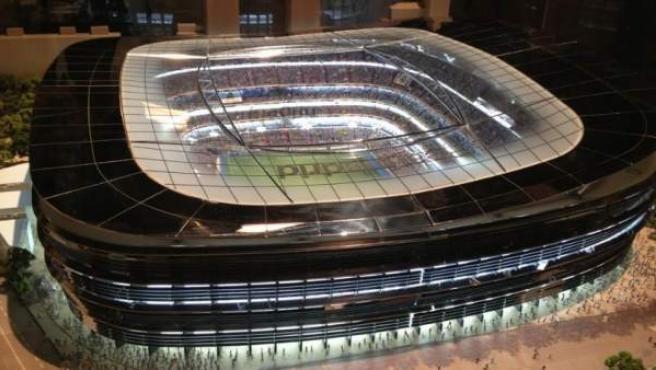 Primera maqueta del posible futuro estadio Santiago Bernabéu mostrado en la Asamblea del Real Madrid.