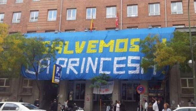 Imagen de la pancarta colgada este viernes 16 de noviembre en La Princesa.