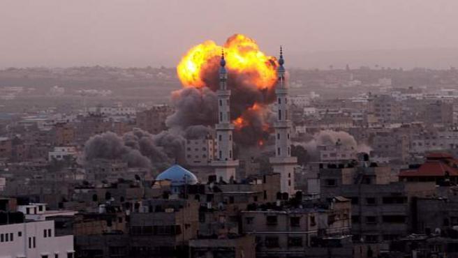 Ataque aéreo del ejército israelí en la ciudad de Gaza este 17 de noviembre.
