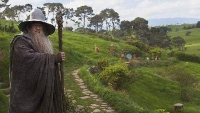 Gandalf, en uno de los típicos paisajes de la película 'El Hobbit'.