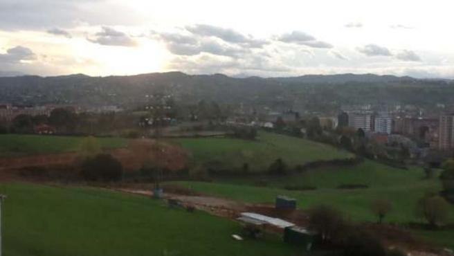 Vista de una de las pistas abiertas para las obras, en Oviedo