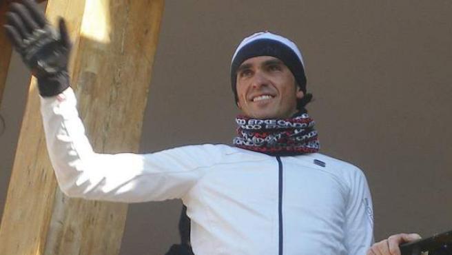 Alberto Contador saluda desde el Ayuntamiento de Pinto a sus paisanos.