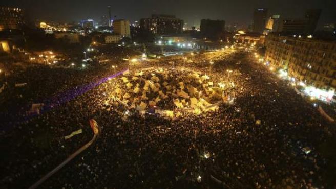 Manifestantes egipcios protestan contra el 'decretazo' del presidente egipcio, Mohamed Morsi.