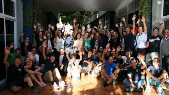 Contador y el equipo de Saxo con trabajadores de Anfi
