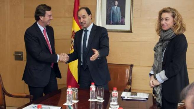 13:00.- Gobierno de CantabriaEl presidente de Cantabria, Ignacio Diego, firma e