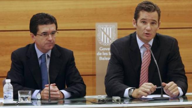 Iñaki Urdangarin da una rueda de prensa junto al expresidente de Baleares Jaume Matas.