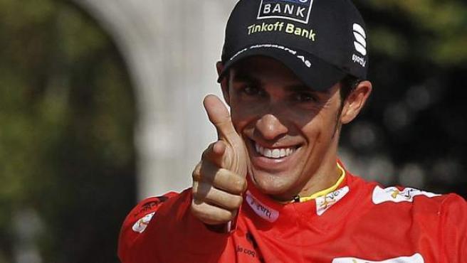 Alberto Contador sonríe tras su victoria en la Vuelta a España.