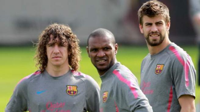 Gerard Piqué, con Abidal y Puyol en una imagen de archivo.