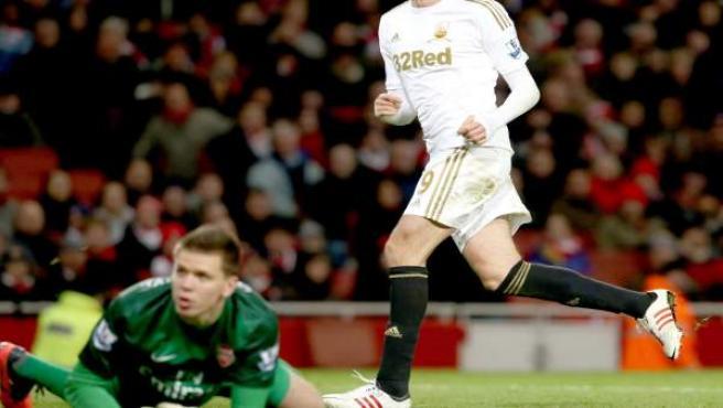 El delantero español del Swansea, 'Michu', celebra un gol ante el Arsenal.