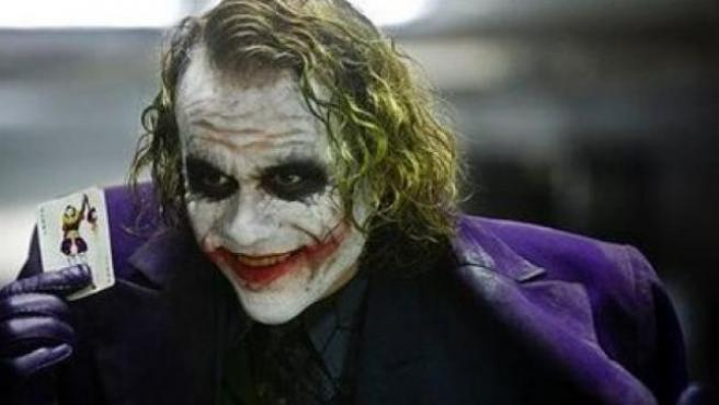 Heath Ledger caracterizado como el Joker en 'El caballero oscuro'.