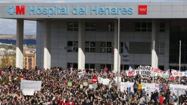 Marcha contra la privatización del Hospital del Henares.