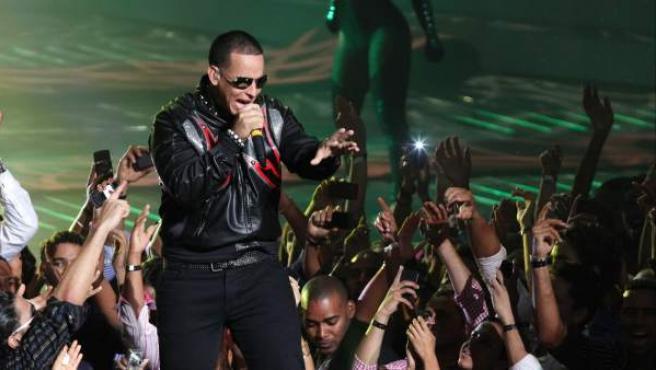 El artista puertorriqueño Daddy Yankee, durante una actuación en la entrega de los Premios Casandra en Santo Domingo (República Dominicana).