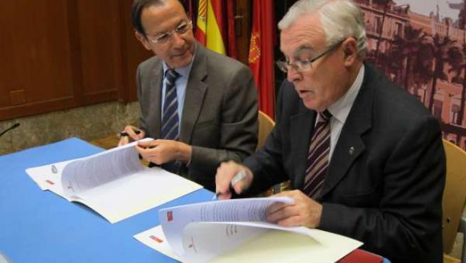 Cámara y Cobacho firman el acuerdo