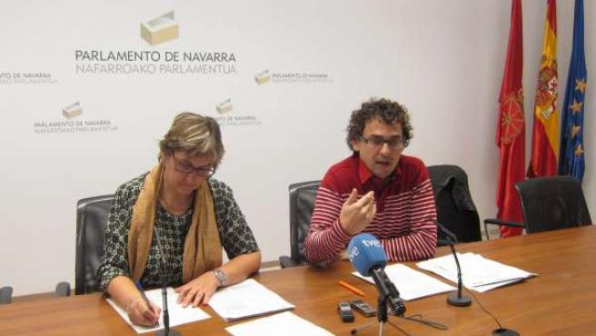 Los parlamentarios de I-E Marisa de Simón y Txema Mauelón.