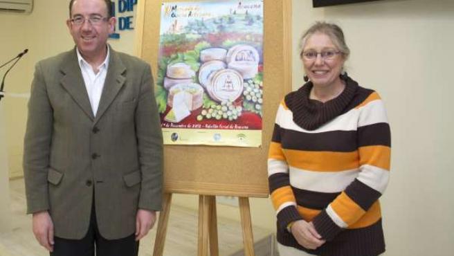 El alcalde de Aracena, Manuel Guerra, y la delegada de Agricultura, Carmen Llore