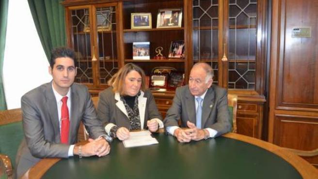 Reunión de 'SOS Bebés Robados' y el presidente de la Diputación de Almería