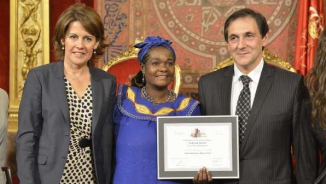 La presidenta Barcina con Mama Tunza y Txomin García.