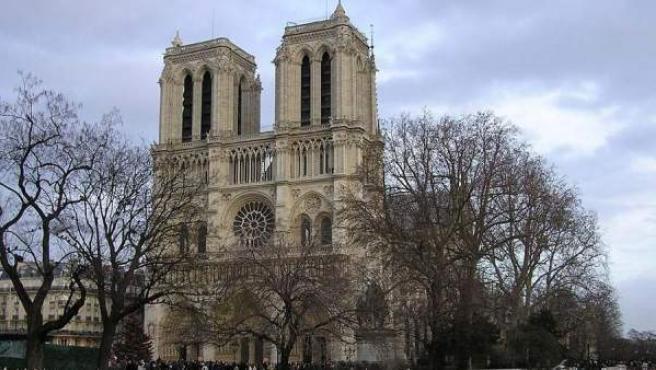 La imponente fachada de la catedral más famosa de Francia.