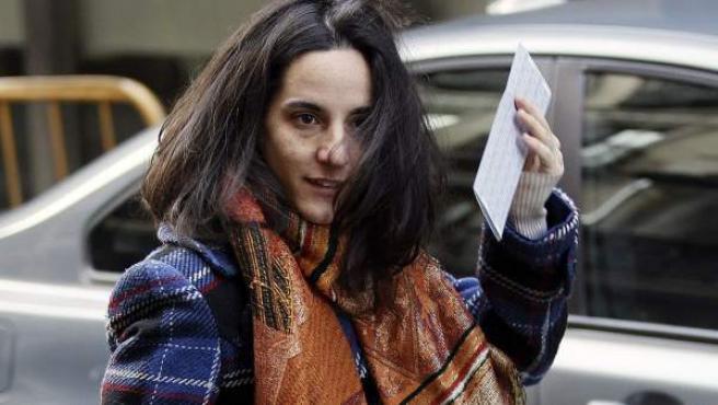 La cooperante española secuestrada durante nueve meses en Mali, Ainhoa Fernández, a su llegada a la Audiencia Nacional.
