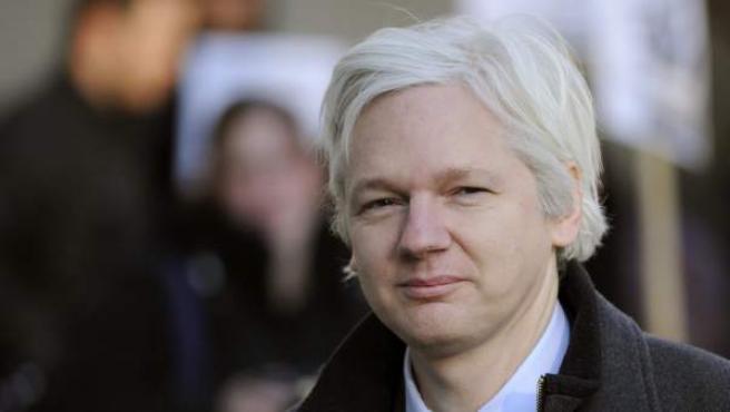 Una imagen de archivo tomada el 2 d Febrero de 2012 muestra al fundador de Wikileak, Julian Assange, a lallegada a la Corte Suprema de Londres.