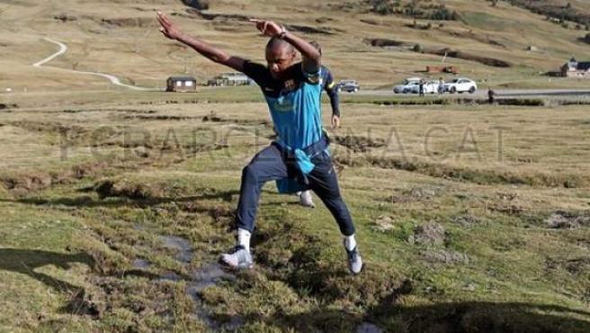 Eric Abidal haciendo recuperación en el Valle de Arán.