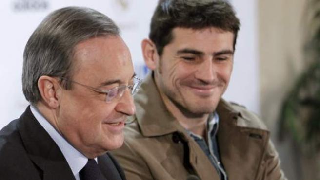 Casillas y Florentino Pérez durante la presentación del 'Partido por la Ilusión'.