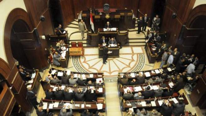 La Asamblea Constituyente egipcia vota el borradaor de la nueva Constitución.