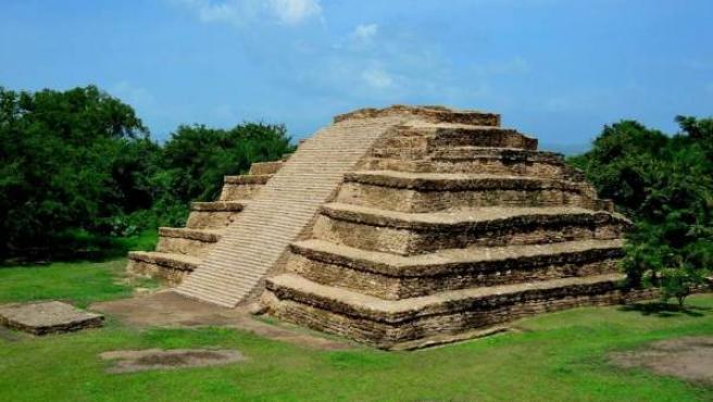 Fotografía de la zona arqueológica maya El Lagartero, ubicada en la comunidad Lagos de Colón (México).