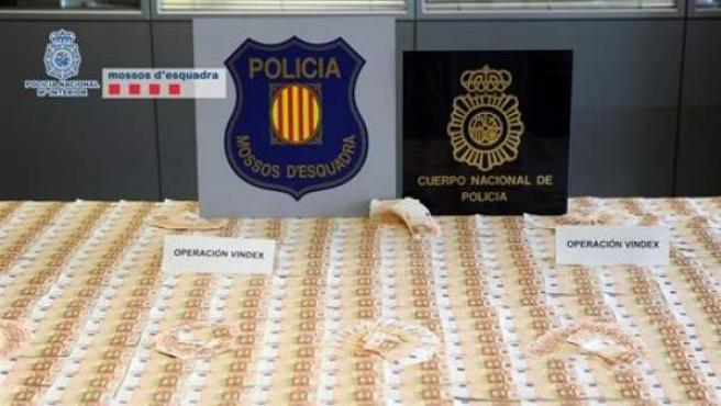 El dinero falso incautado por los Mossos d'Esquadra.
