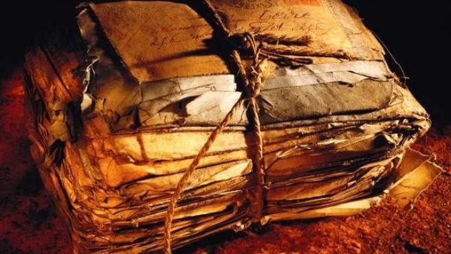 Un fardo con cartas antiguas, en una imagen de archivo.