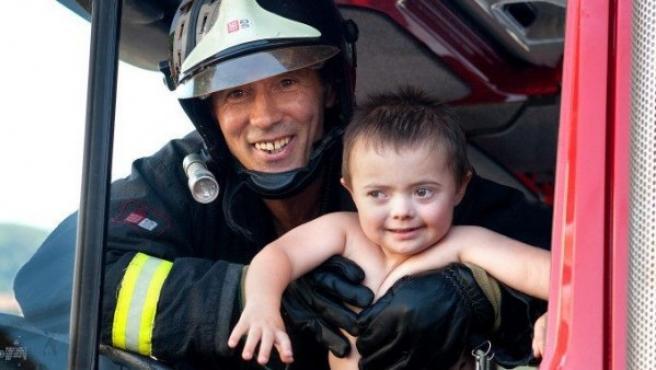 Una de las fotografías que ilustran el calendario de los bomberos y de la asociación Itxusi.