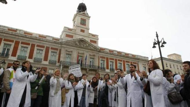 Imagen de una de las protetas que protagonizan los profesionales sanitarios en contra de los recortes y los planes de privatización.