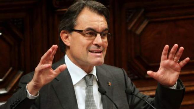 El líder de CiU, Artur Mas, interviene esta tarde en el Parlament, en el pleno que le permitirá ser investido de nuevo presidente de la Generalitat de Cataluña.