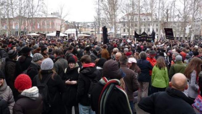 Centenares de eslovenos, en su mayoría jóvenes, durante una protesta en Liubliana el pasado 6 de diciembre.