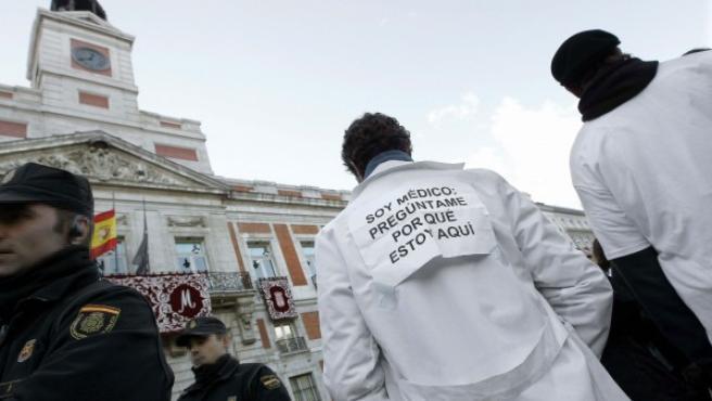 Protesta de médicos en la Puerta del Sol.
