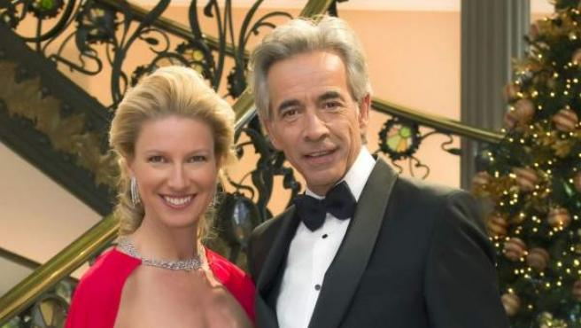 La presentadora Anne Igartiburu y el actor Imanol Arias, presentadores de las campanadas de fin de año desde la Puerta del Sol para La 1 de TVE.