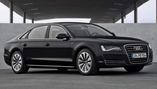 Cuenta con una carrocería de aluminio desarrollada según el método Audi Space Frame, que permite reducir el peso en un 40% en comparación con una de acero.