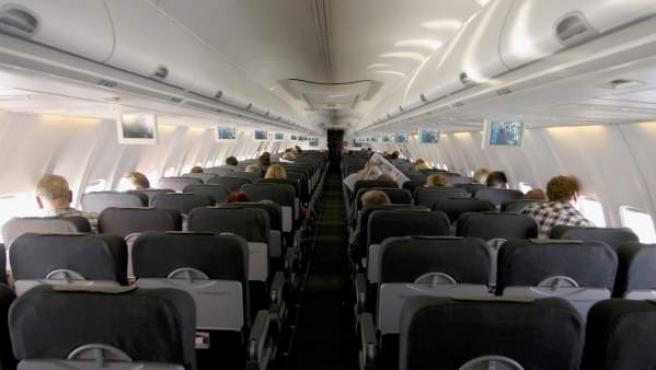 El interior de un avión.