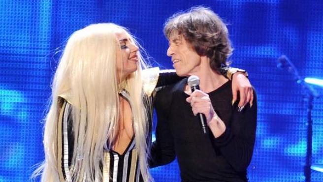 Lady Gaga y Mick Jagger, tras una actuación de la cantante junto a The Rolling Stones en 2012.