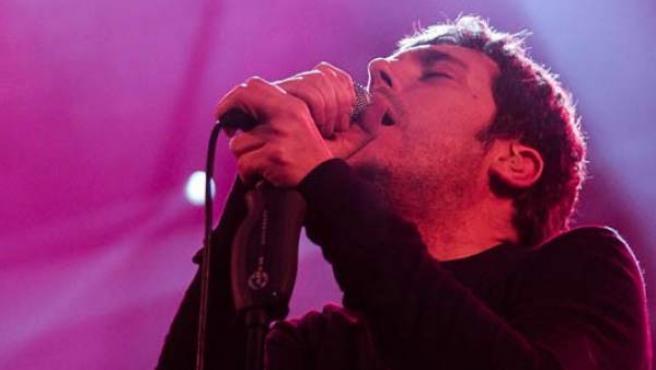 El cantante Iván Ferrerio durante su actuación en el Festival Actual Impar 2013.