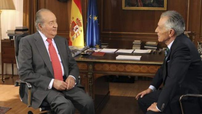 El Rey responde a una de las preguntas del periodista Jesús Hermida.