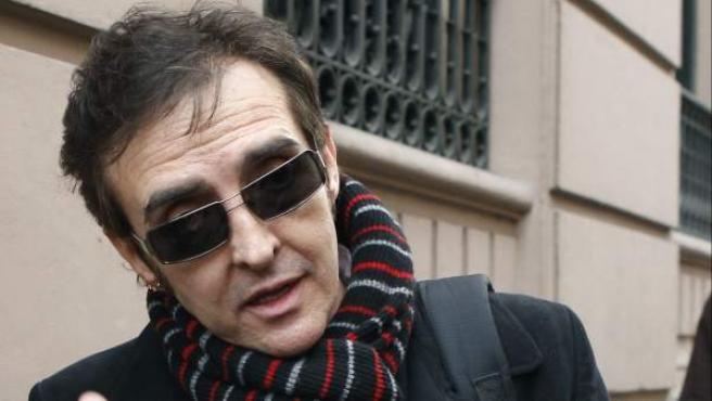 El cantante José Ramón Márquez, 'Ramoncín', a su salida de la Audiencia Nacional tras responder ante el juez como imputado en el 'caso SGAE'.