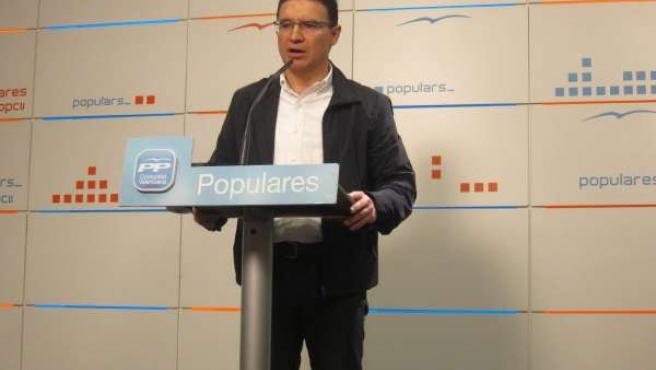 Serafín Castellano durante la rueda de prensa en la sede del PPCV