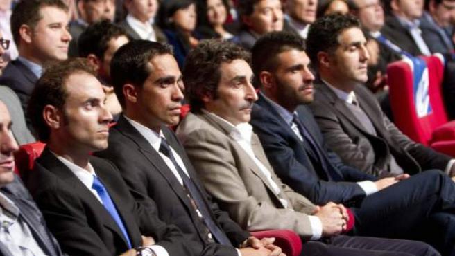 Samuel Sánchez, Alberto Contador, Miguel Indurain y Óscar Pereiro entre los asistentes a la presentación de la Vuelta a España 2013.