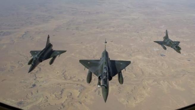 Hasta cuatro cazabombarderos franceses han participado en las operaciones de bombardeo sobre las posiciones de las milicias islamistas en la ciudad de Gao (Mali) y sus alrededores.
