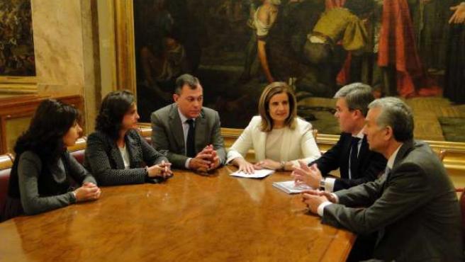 Reunión entre Fátima Báñez y Fernández de Moya