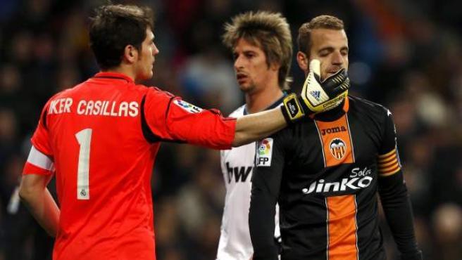 Iker Casillas, Fabio Coentrao y Roberto Soldado en el Real Madrid - Valencia.