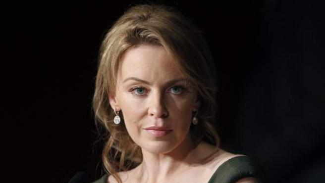 Kylie Minogue posa durante un acto de los Premios Brit Awards.