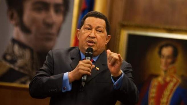 El presidente de Venezuela, Hugo Chávez, habla durante una rueda de prensa.