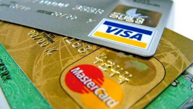 Tarjetas Visa y Mastercard, en una fotografía de archivo.